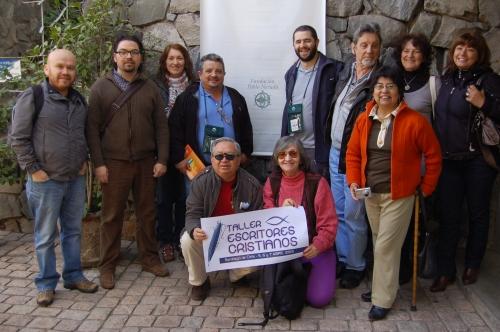 algunos participantes del taller, durante una visita a la casa de Neruda