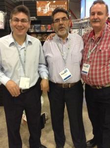 Julio Grasso (Publicaciones Alianza), Orlando Japas (Unión Bíblica de Honduras) y Paul [Pablo] Owen (Unión Bíblica de las Américas).
